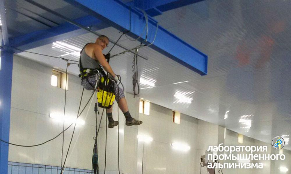 Высотные работы в бассейне