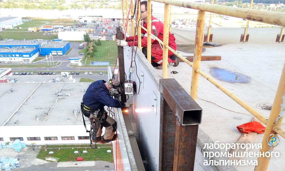 Демонтаж вывески и ремонт фасадных панелей