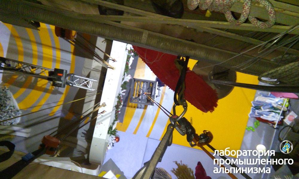 Подъём грузов промышленными альпинистами